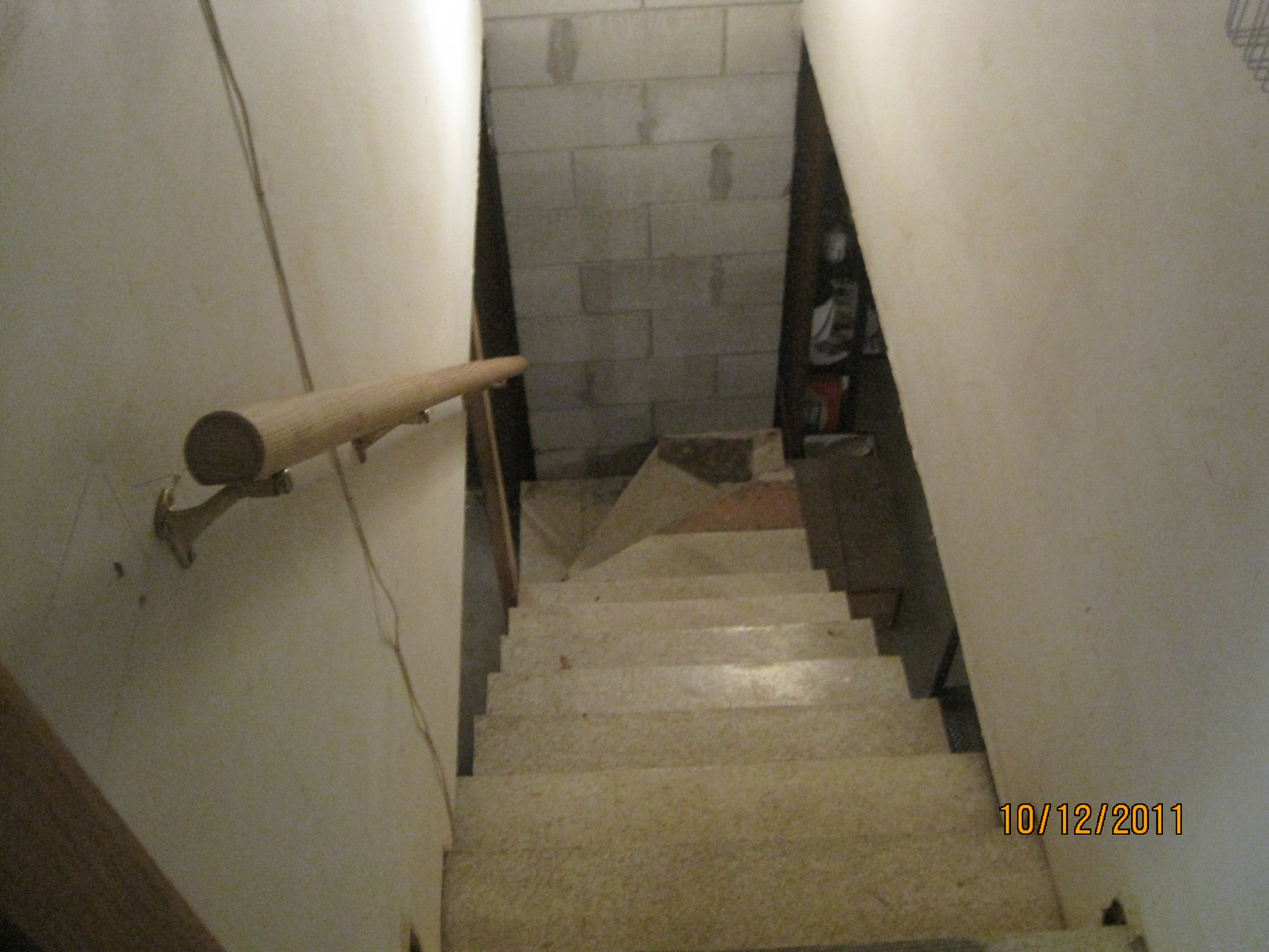 Basement Stairs. Existing Stairs Basement R